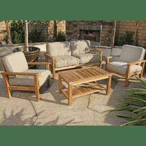 Уютные садовые кресла и столик