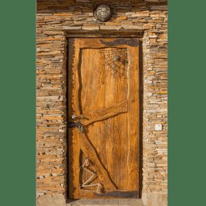 Декорированная дверь