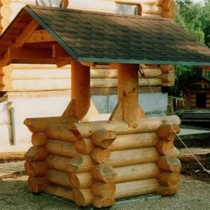 Деревянный колодец из массива дерева