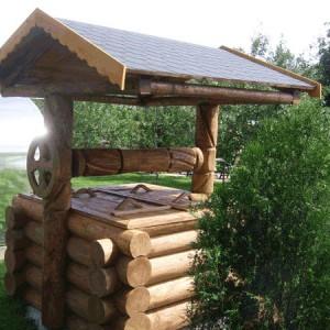 Деревянный колодец из бревен