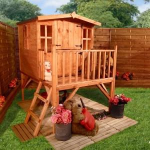 Деревянный домик для маленьких детей для загородного дома