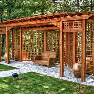 Пергола деревянная с решетчатыми стенками