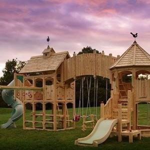 Деревянный домик для детей с игровым комплексом
