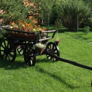 Деревянная садовая телега