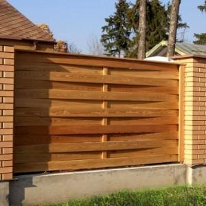 Плетенный сосновый забор