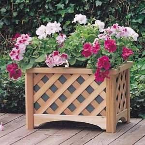 Решетчатый деревянный вазон