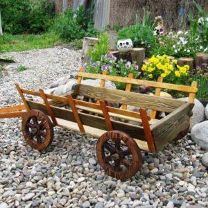 Декоративная телега для сада из дерева