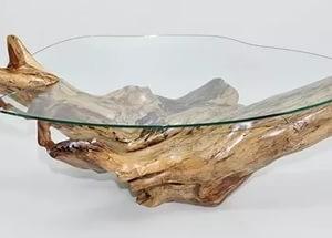 Декоративный журнальный столик со стеклянной столешницей