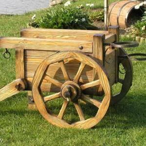 Тележка для цветов с деревянными колесами
