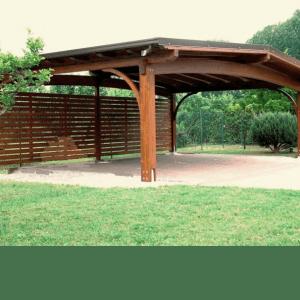 Деревянный навес для загородного дома