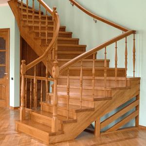 Деревянная лестница для дома