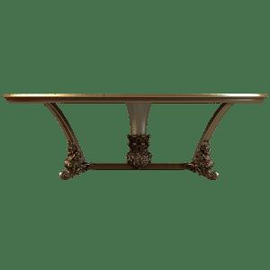 Деревянный стол с резными ножками