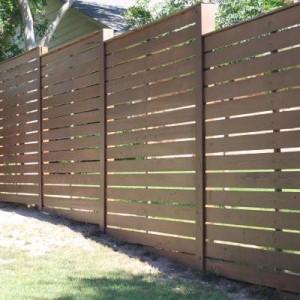 Деревянный забор из горизонтальных штакет