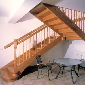 полноповоротная деревянная лестница