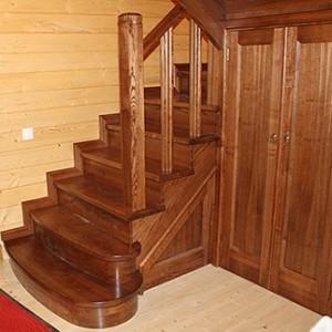 Деревянная лестница под старину