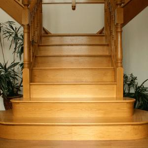 Деревянная лестница с разветвлением