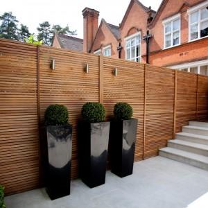 Деревянный забор перегородка