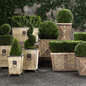 Деревянные вазоны у форме напольных ящиков и кашпо для цветов